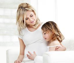 Zwanger vrouw met kind